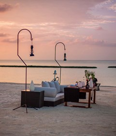 halaveli-maldives-2016-beach-setup-01
